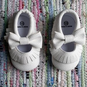 Other - 6.5 Baby Toddler White Bow Moccasins Minimalist